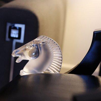 mascotte art deco en cristal longchamp Lalique