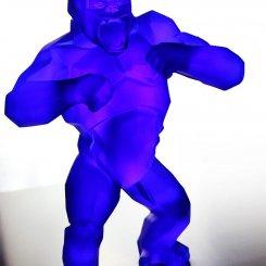 gorille en cristal bleu de Richard Orlinski