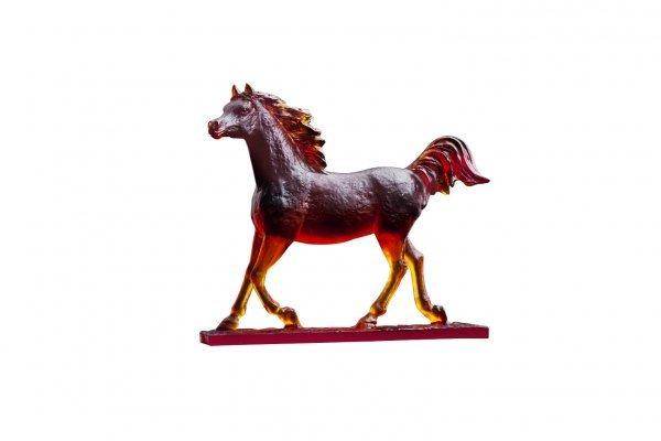 le-majestueux-cheval-ambre-daum