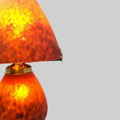 Lampe-champignon-verre-rouge