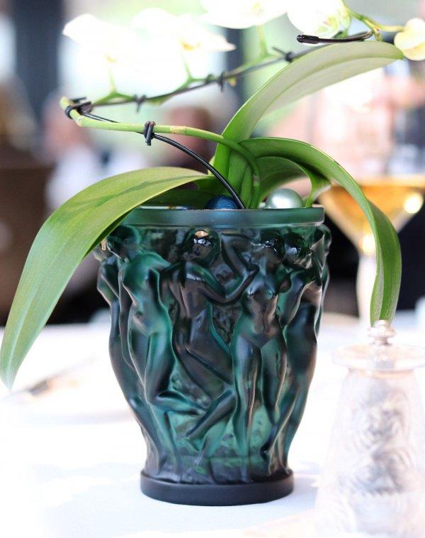 vase bacchantes en cristal vert signe Lalique France