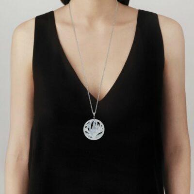 Pendentif-fleur-de-neige-Lalique