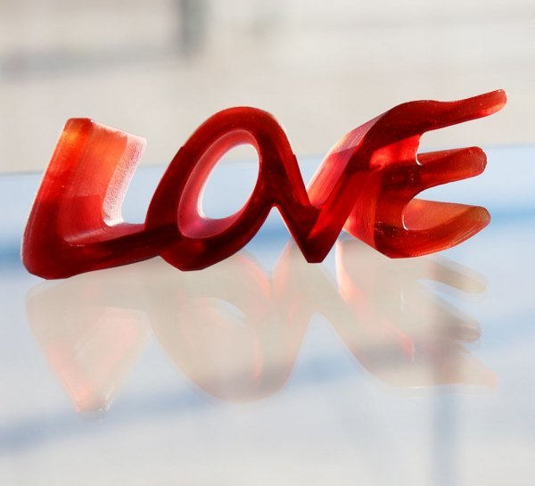 sculpture LOVE daum france