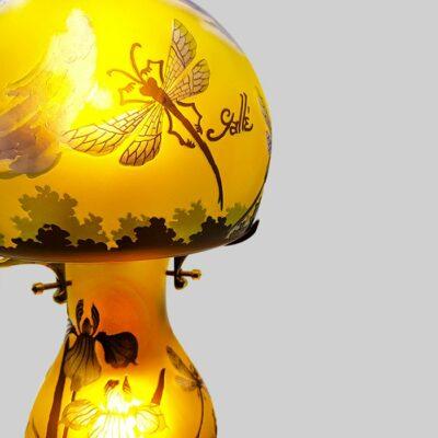 Lampe-typ-Galle-jaune-libélulle