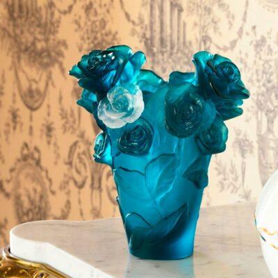 Vase-roses-passion-bleu-Daum