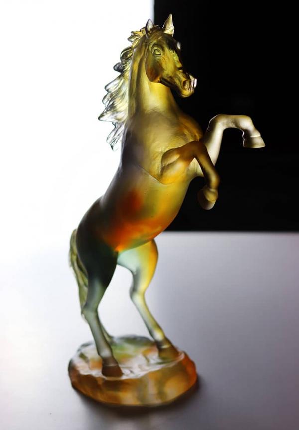cheval-fougueux-ambre-gris-daum