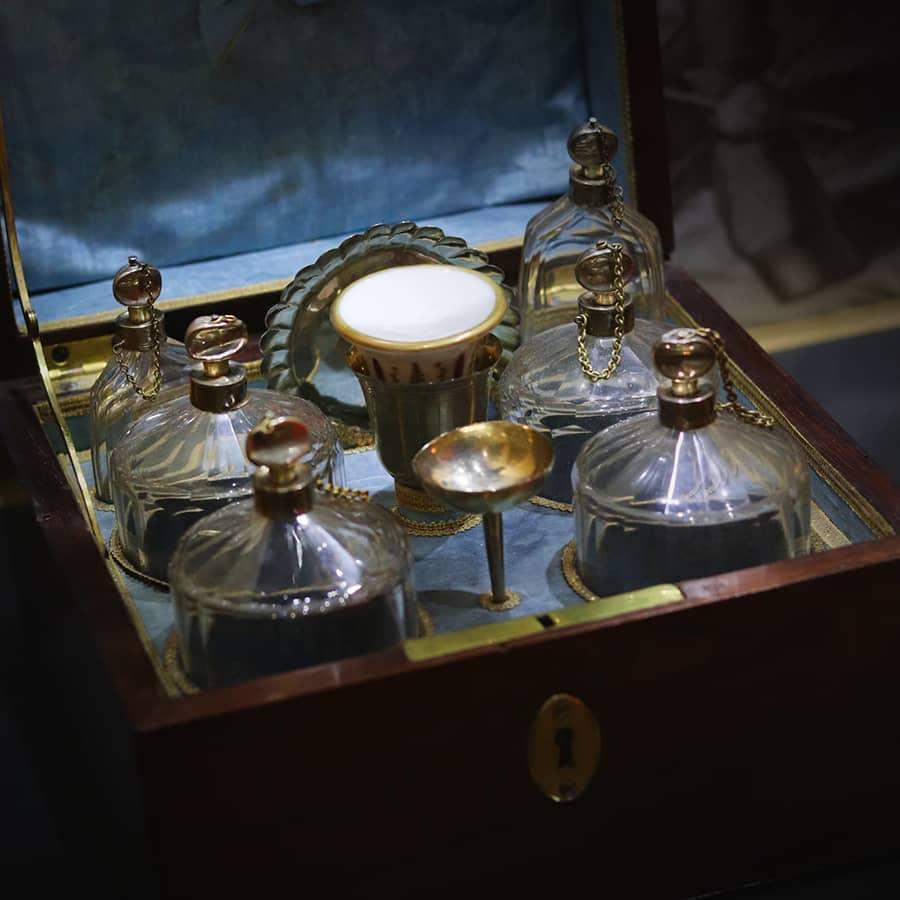 magnifique cave a parfum, travail français du XVIIIe siecle