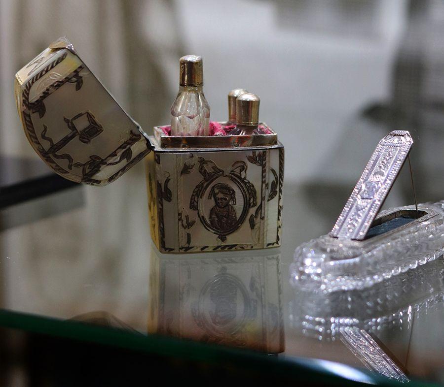 necessaire-parfum-nacre-argent-flacon-parfum-XVIII
