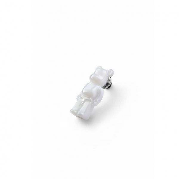 pins-bearbrick-cristal-blanc-baccarat