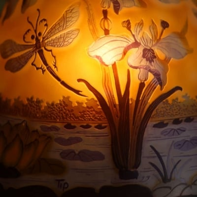 lampe en pate de verre multicouche decor libellule