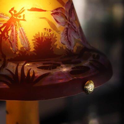 grande-lampe-en-vere-tip-galle